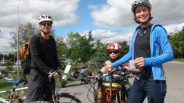 he Wind-Hodgson family relies on pedal power to get to the Ottawa Farmers Market