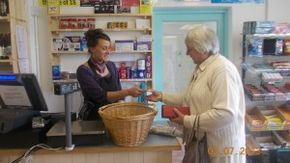 Volunteer Sharon and customer