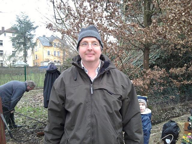 Gerd at work in TT Bielefeld's community garden.