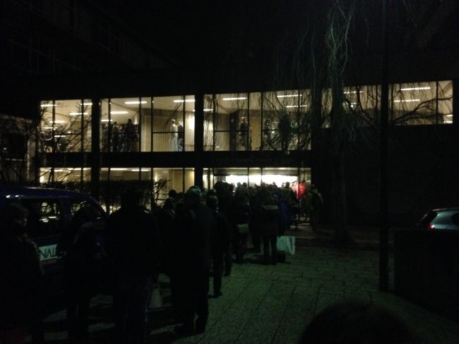 The queue in front of the University when we arrived.