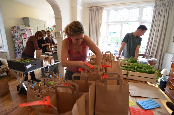 Transition Kensal to Kilburn's Field to Fork Cooperative packing veg boxes. Pic: Emiliano Verrocchio