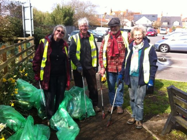 Members of Transition Loughborough out picking up litter.