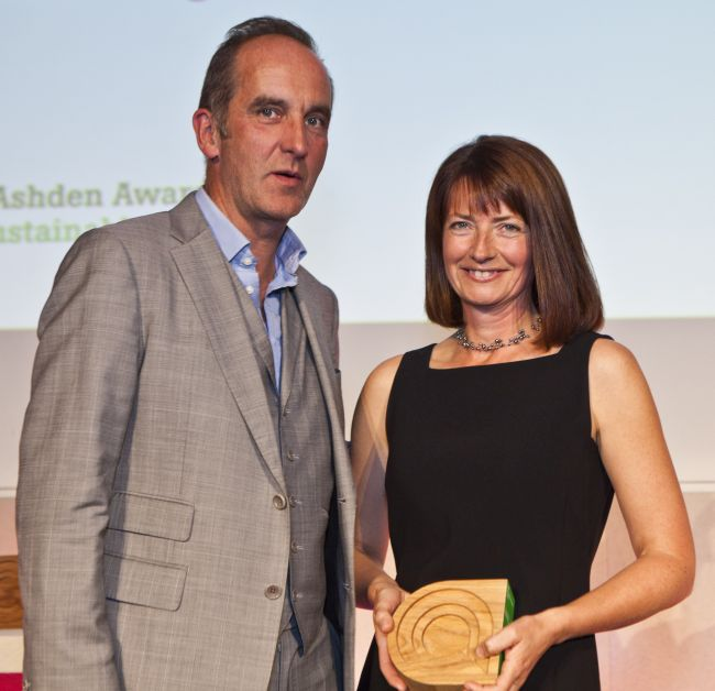 Fiona accepting the 2011 Ashden Award for Behaviour Change from Kevin McCloud.