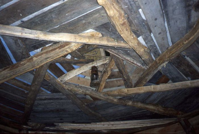 The reciprocal frame roof in the shed.