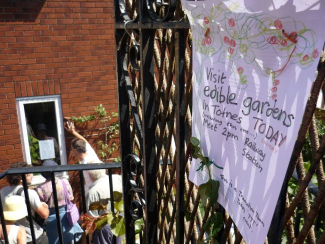 Edible Gardens tour, Totnes 2010.