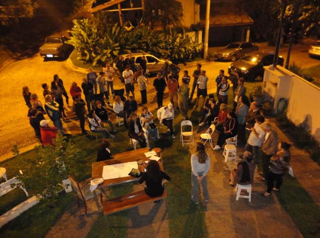 One of Transition Granja Viana's meetings, in the street.