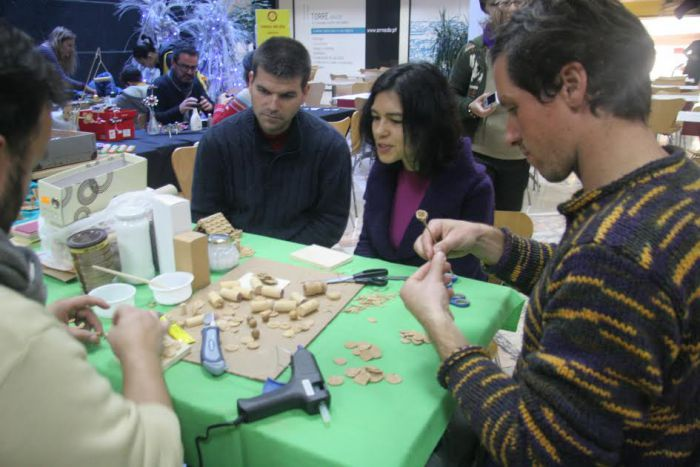 Discovering the pleasure of creating together during our first exchange and give-away event.